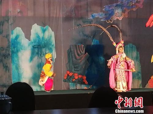 泉州提线木偶戏的小木偶造型也是栩栩如生。上官云 摄